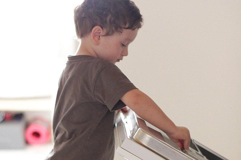 Anteprima la mamma casalinga e la lavastoviglie