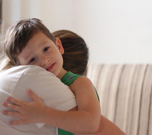 Abbraccio di un figlio anteprima