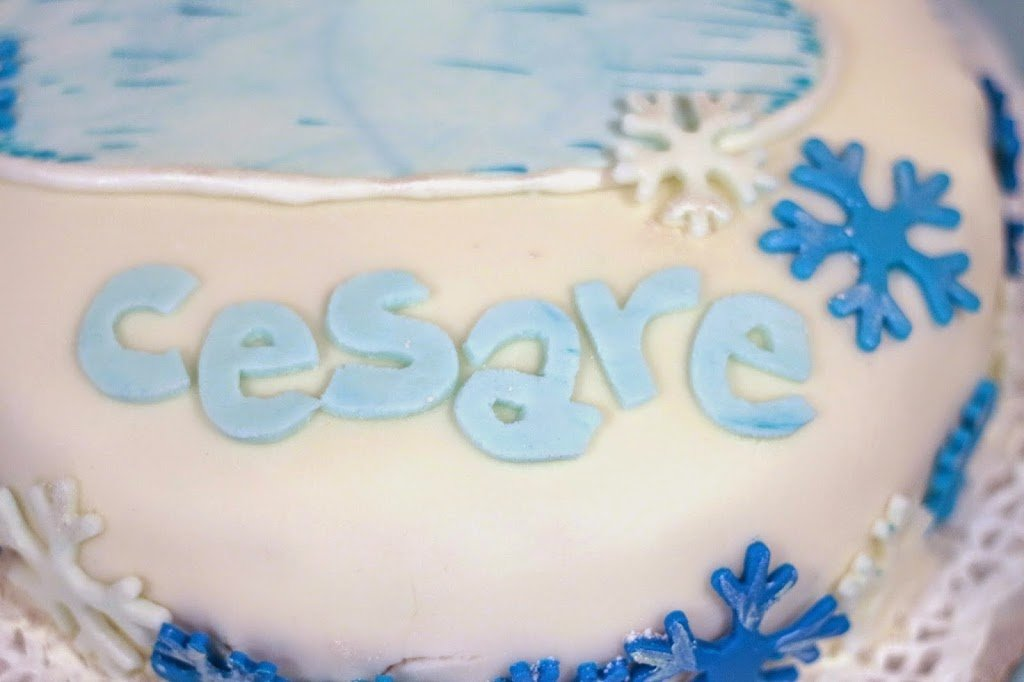 Torta compleanno in pasta di zucchero